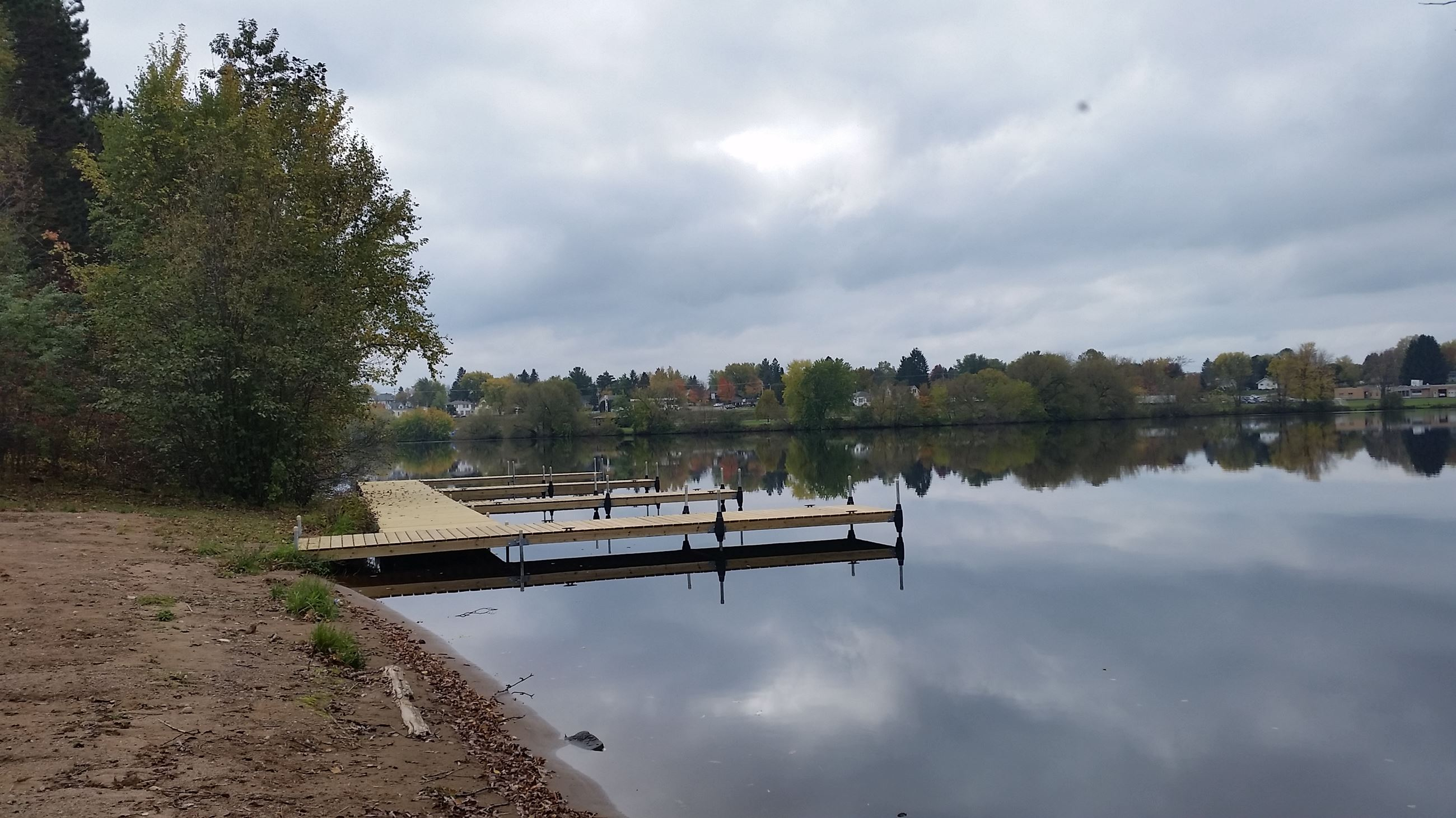 Phillips Chain-O-Lakes Campground docks 09-2014 (3)